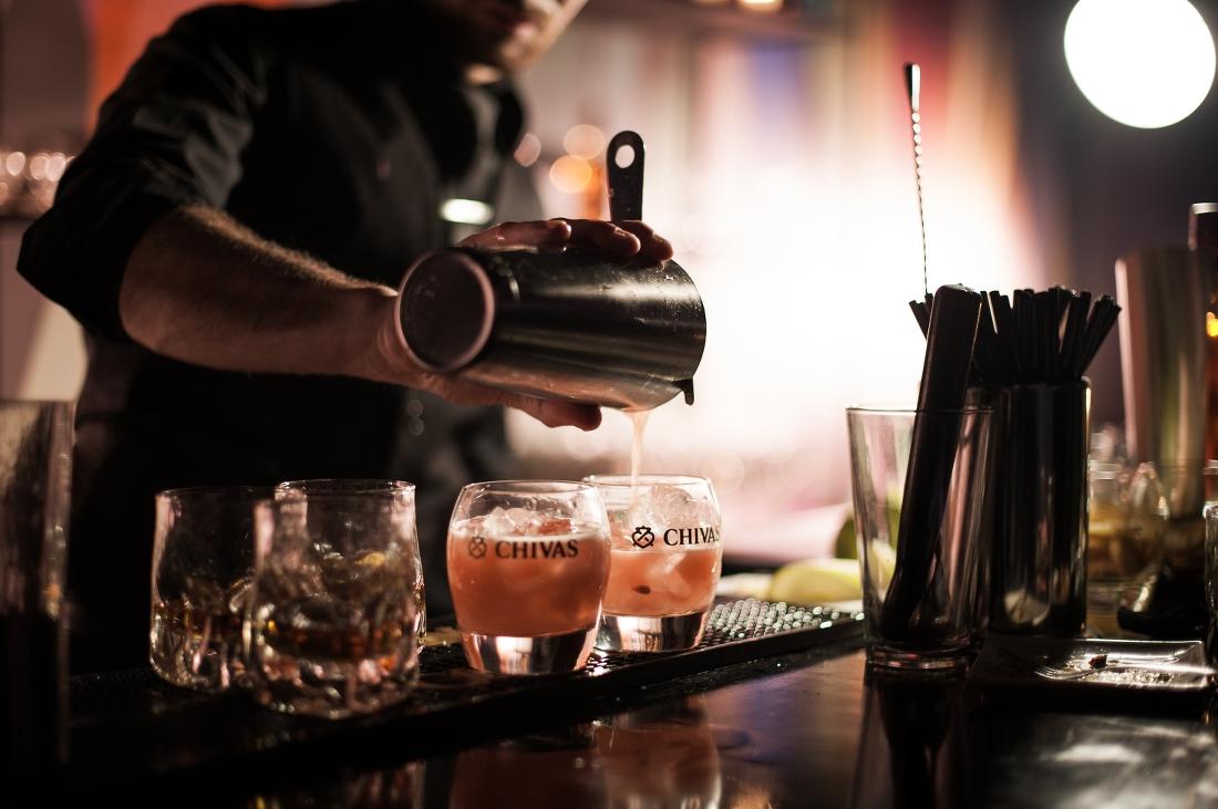 Animation événement professionnel barman cocktail