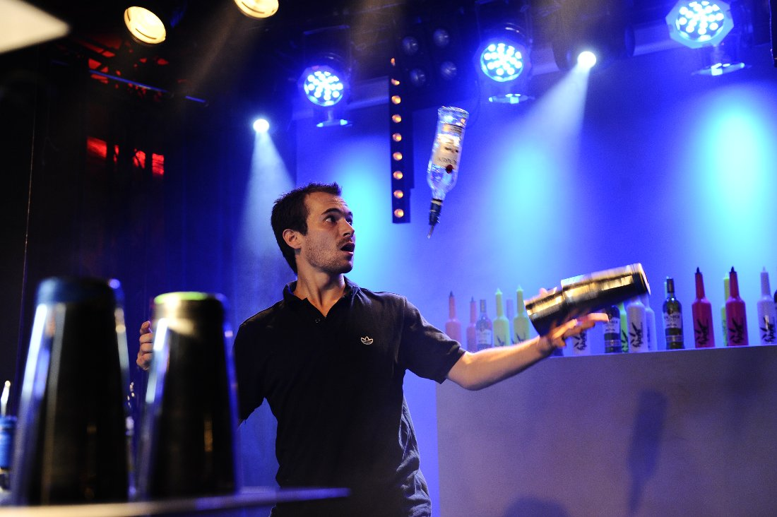 flair bartender - barman jongleur