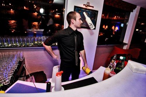 animation barman jongleur flybottle